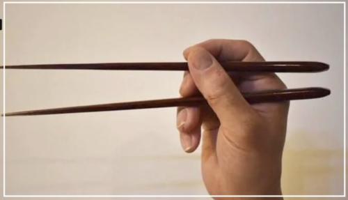 中条あやみの箸の持ち方や食べ方がきれい?!実際に画像で検証してみた!