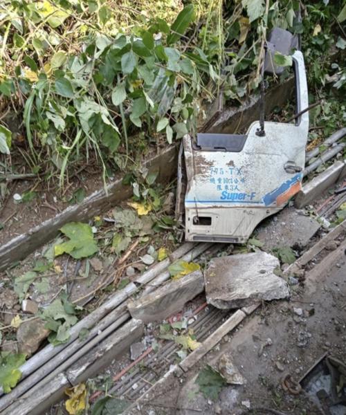 【画像】台湾列車脱線事故(タロコ号)の車内がエグい!殉職した運転士は新婚!